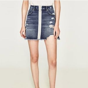 NWOT Zara Distressed Denim Zipper Front Skirt